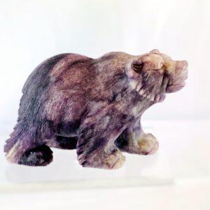 Bär, Grizzly, Fluorit, handgravierte Edelsteinfigur,