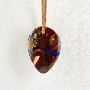 Boulderopal, Opal im Muttergestein, Australien, gebohrter Stein, Steinanhänger, Tropfenstein