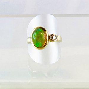Opal mit Brillant, Ring