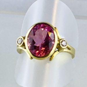 Turmalin Ring, Brillanten, Gold